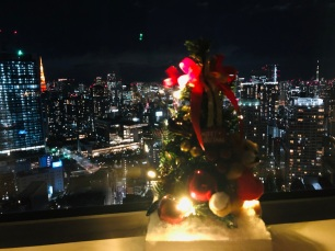 Tokyo Tower (links) und Skytree (rechts) helfen beim Leuchten